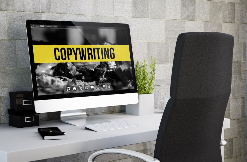 コピーライティング-PCとオフィスデスク