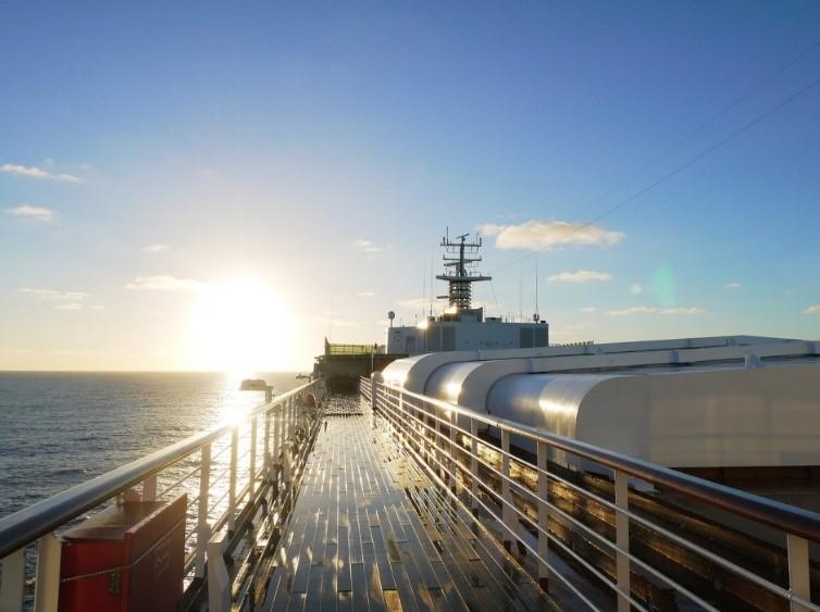 大型客船-出航