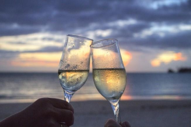 ワイングラス-乾杯